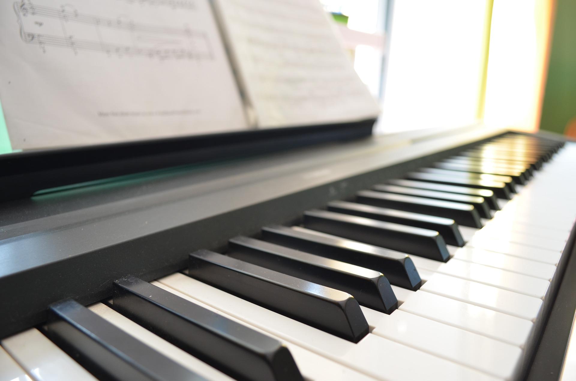 digital piano recommendation for lessons 2 eri miyashita. Black Bedroom Furniture Sets. Home Design Ideas